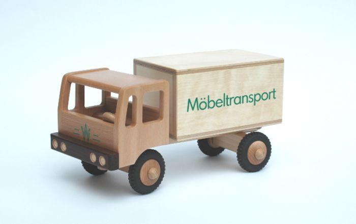 LKW Möbeltransport aus Holz